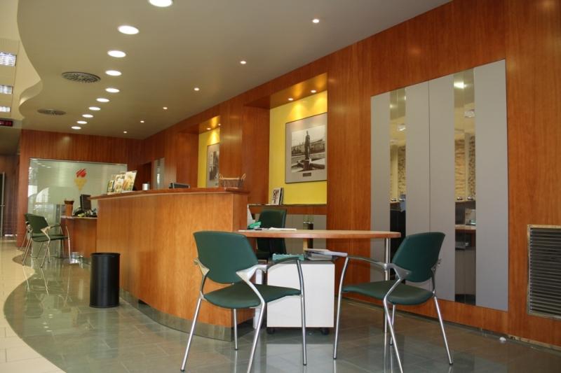 Proyecto oficina caixa peneds passeig pere iii manresa for Caixa penedes oficinas