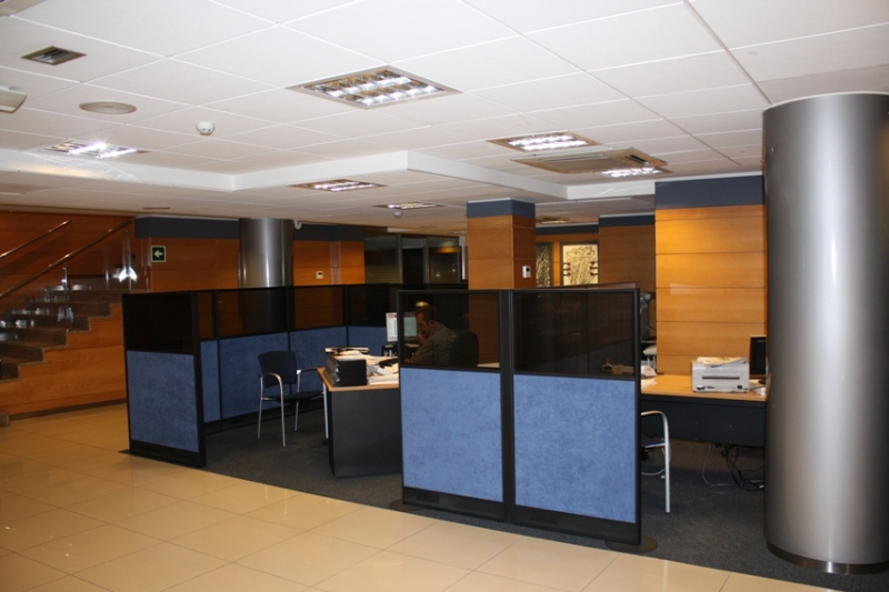 Proyecto caixa manresa oficina st domnec manresa for Caixa penedes oficinas